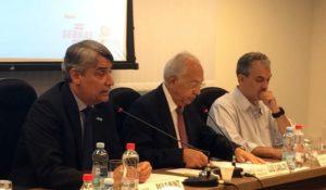 Paulo Muniz, presidente da ADEMI-DF, Luiz Carlos Botelho, presidente do SINDUSCON-DF e Eduardo Aroeira Almeida, vice-presidente da ADEMI-DF apresentam dados positivos e boas perspectivas para o setor imobiliário